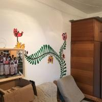Erste Gestaltungselemente im Gruppenraum für Jugendliche
